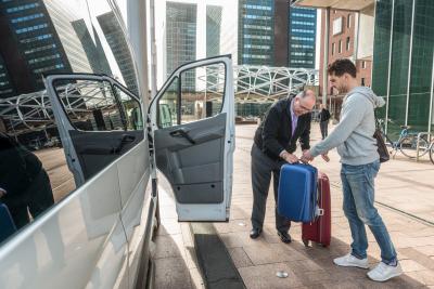 taxi driver assisting passenger